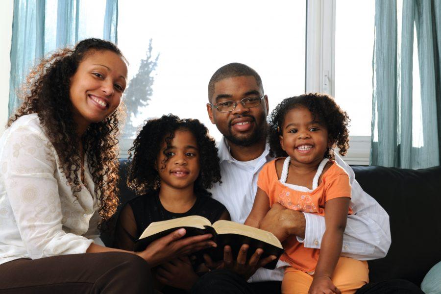 como evangelizar minha família